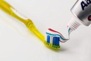 Los ingredientes de las pasta de dientes pueden ser nocivos para tu salud
