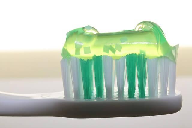 Las pastas de dientes incluyen microplasticos y pueden ser muy perjudiciales para la salud