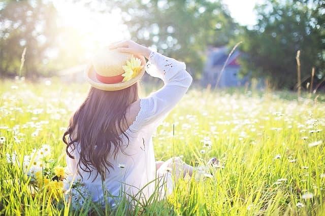 Tomar el sol en primavera puede ser beneficioso para tus dientes