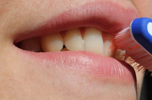 Conoce los errores más comunes al cepillarnos los dientes